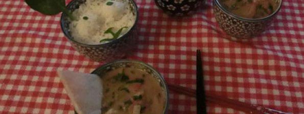 Pindasoep met spinazie, kip en rijst