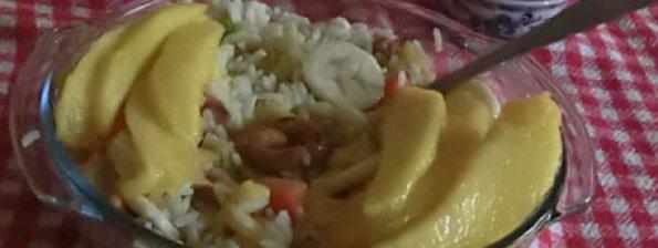 Rijst met mango, banaan en cashew