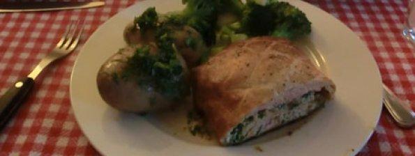 Zalm in bladerdeeg met aardappelen en broccoli
