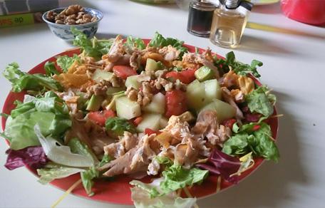Gegrilde kip salade met aardbeien en galia meloen