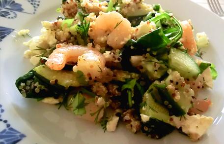 Quinoa met courgette, garnalen en feta