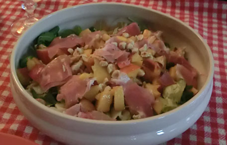 Zomerse salade met kip en nectarines
