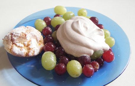 Bevroren druiven met kaneelroom