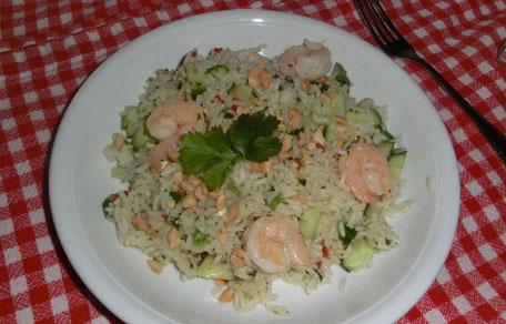 Rijst met kokos, koriander, komkommer en garnalen